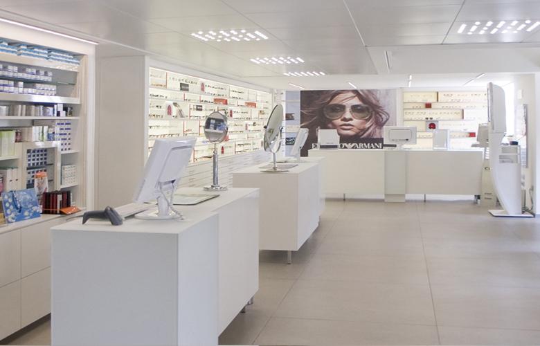 arredamento negozio OTTICA ARTIOLI MILANO