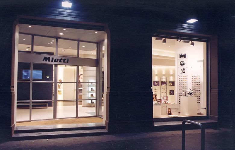 arredamento negozio OTTICA MIOTTI MILANO